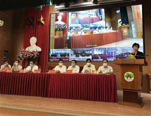 Bà Nguyễn Thị Lan Hương phát biểu chương trình hành động khi ứng cử HĐND thành phố Hà Nội trong Hội Nghị Tiếp xúc cử tri huyện Quốc Oai