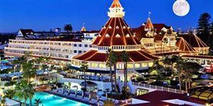 Người lạ đẹp xinh không bao giờ check-out của khách sạn Coronado Khách sạn Del Coronado nổi tiếng thế giới sau khi đón tiếp một người phụ nữ và hàng loạt rắc rối đáng sợ mà giai nhân này mang lại.